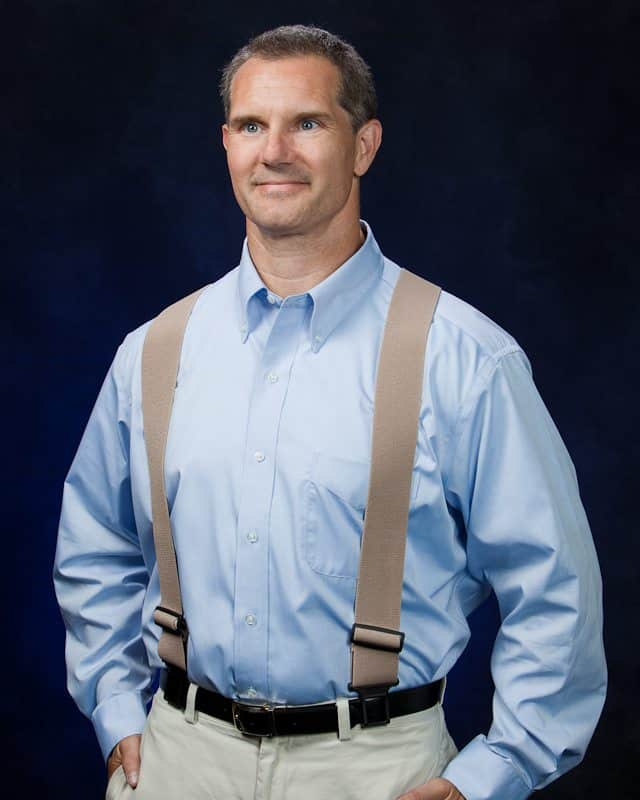 men's fashion disasters - wearing a belt with suspenders